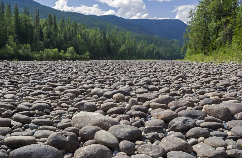 رودخانه سنگی در روسیه