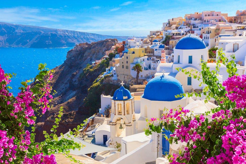 شهر تپه ای سانتورینی در یونان
