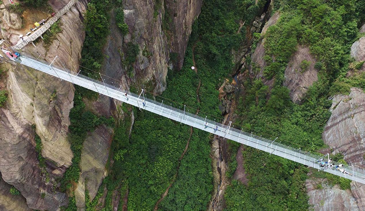 گردشگری جهان - گردشگری چین - طولانی ترین پل معلق شیشه ای جهان