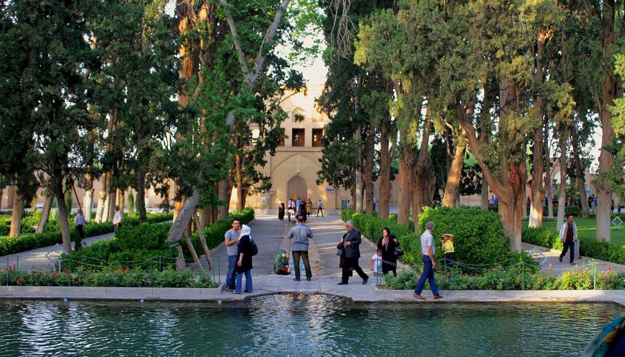 گردشگری ایران - گردشگری کاشان - باغ ایرانی - باغ فین کاشان - رسیدگی به باغ فین کاشان