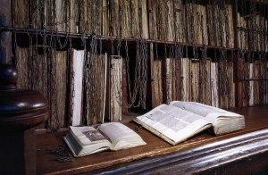 بازمانده ی کتابخانه های زنجیری - کتاب های زنجیر شده - کتاب خانه های قرون وسطی - کتاب های قدیمی و ارزشمند