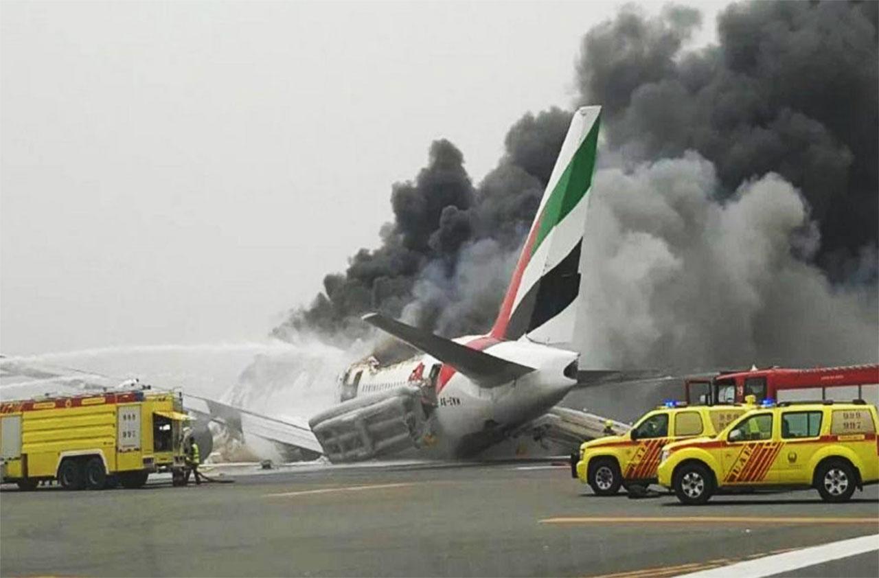 هواپیمایی امارات - آتش گرفتن هواپیما - فرود اضطراری - فرودگاه دبی