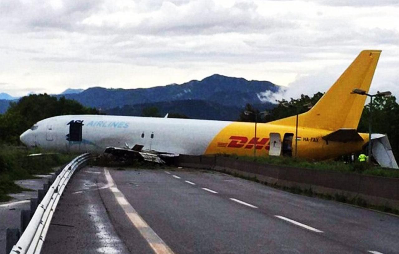 ایرلاین - فرودگاه ایتالیا - سانحه هواپیما - خروج از باند فرودگاه - هواپیمای بوئینگ