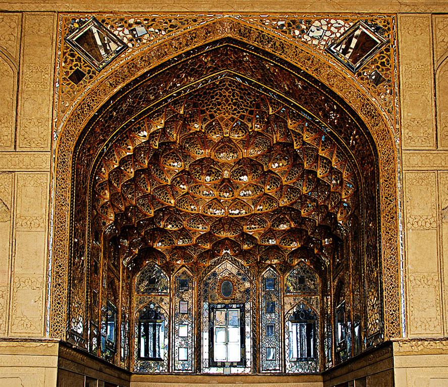ورودی اصلی کاخ چهل ستون