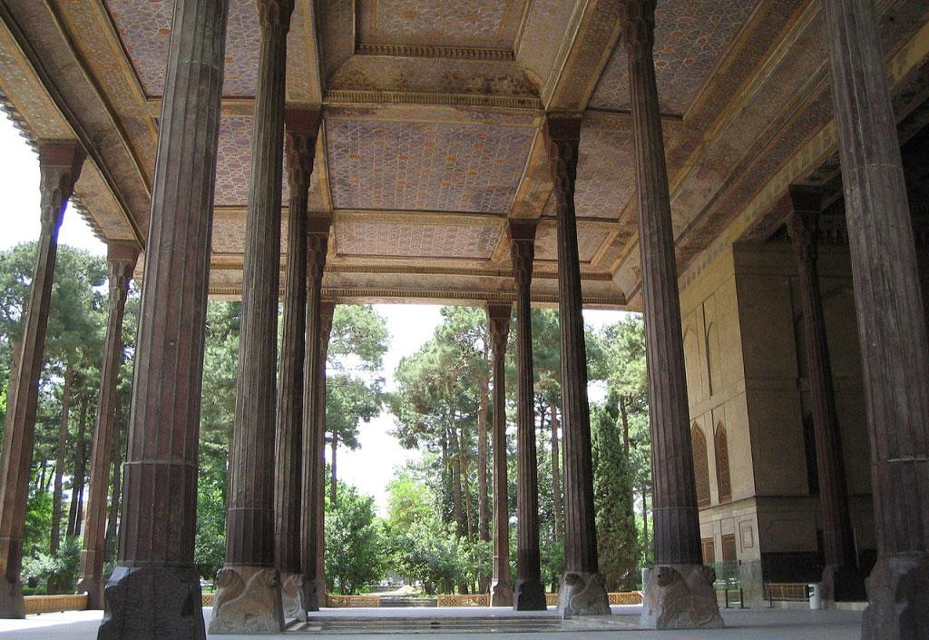 ستونهای کاخ چهل ستون