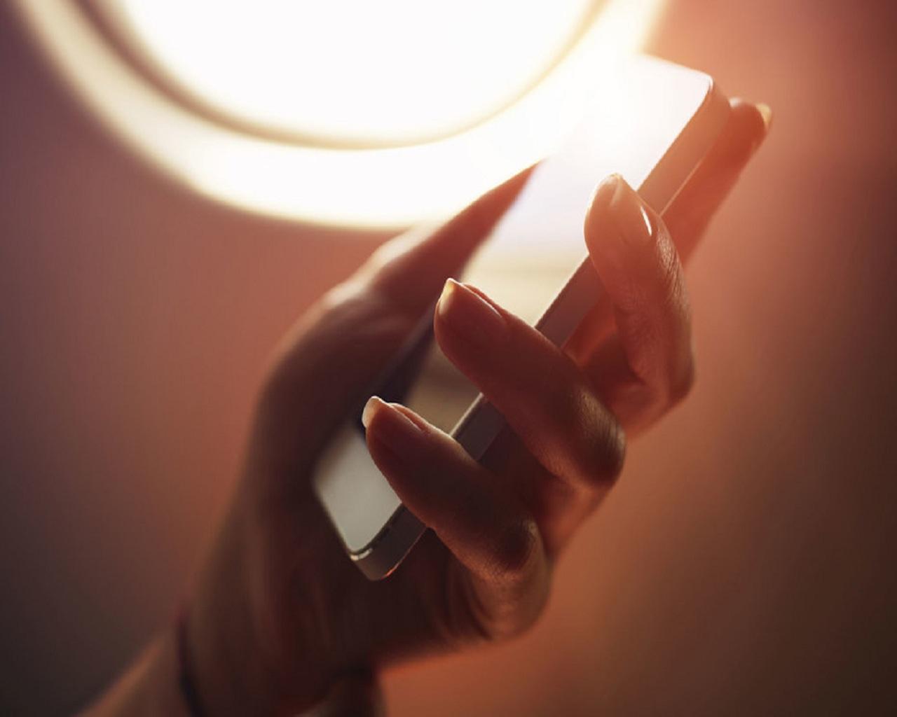 در طول پرواز؛ تلفن همراه در حالت پرواز؟!