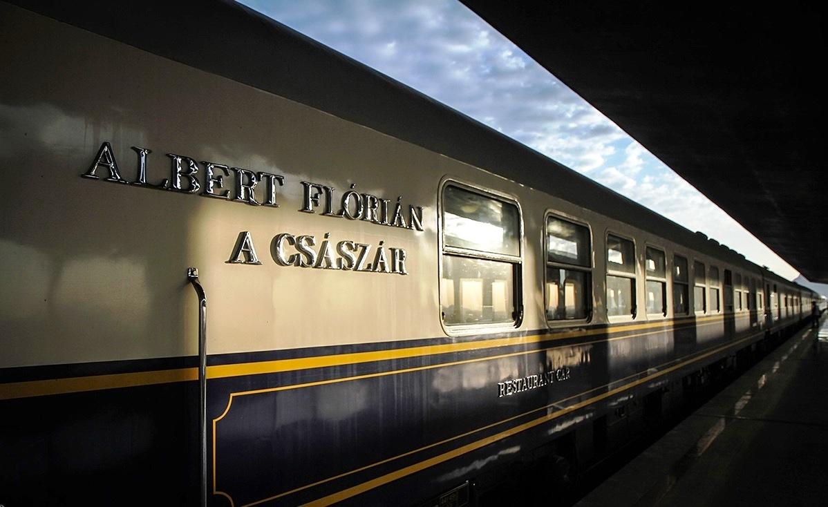 ورود قطار گردشگری بین المللی عقاب طلایی به ایران