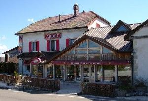 هتل آربز؛ هتلی روی خط مرزی سوئیس و فرانسه