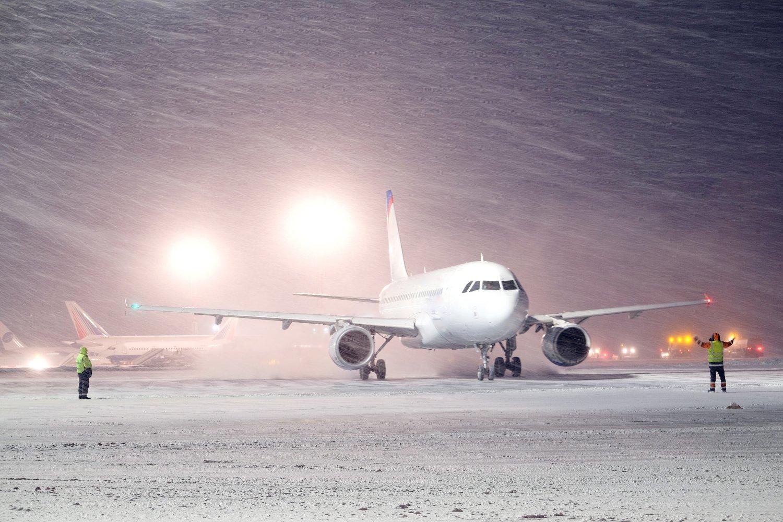 پرواز در هوای برفی