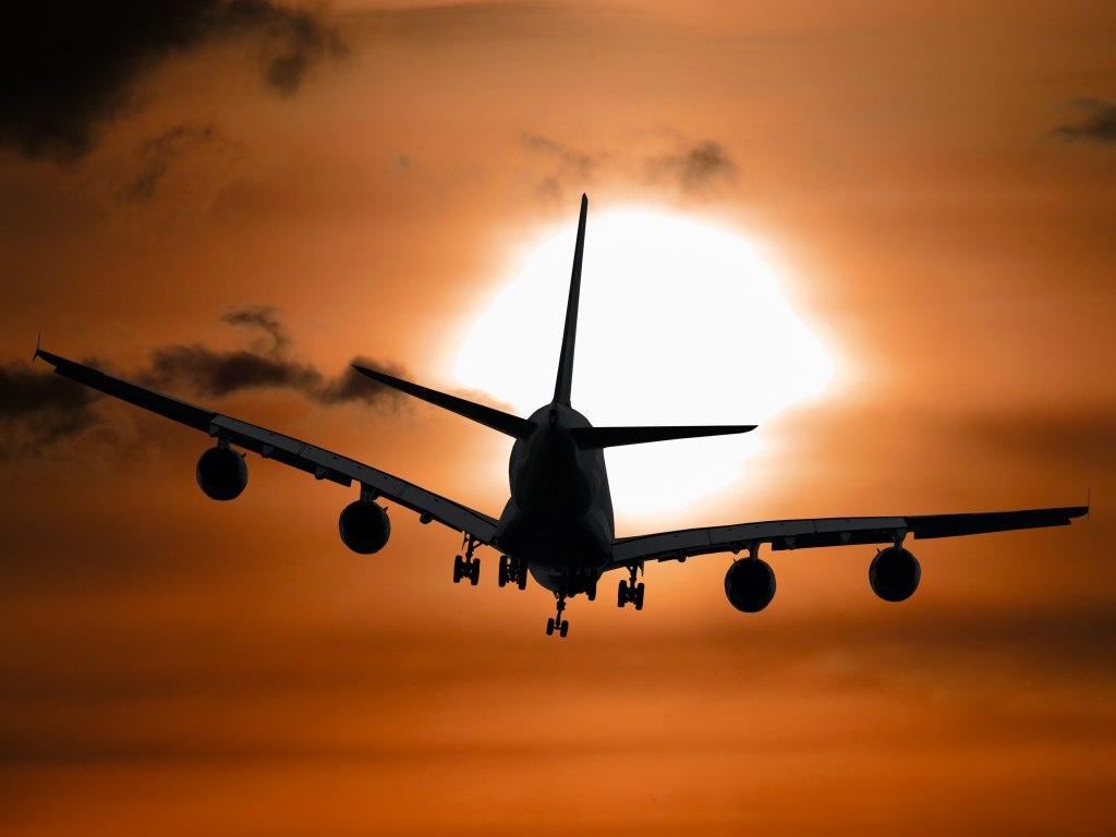 ویژگیهای مهمانداران هواپیما و خدماتی که ارائه میکنند