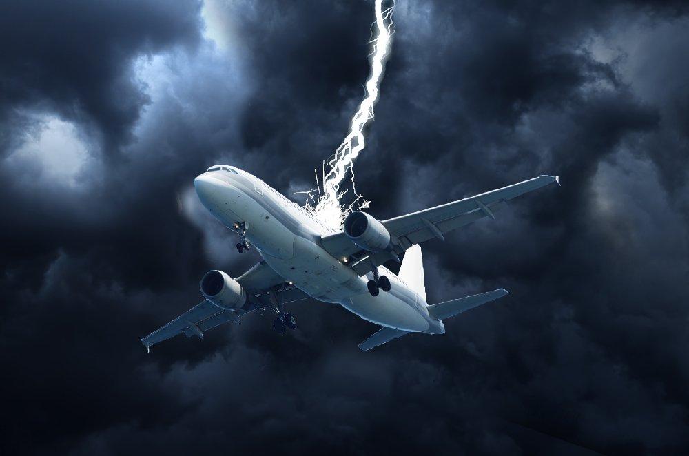 برخورد صاعقه به هواپیما