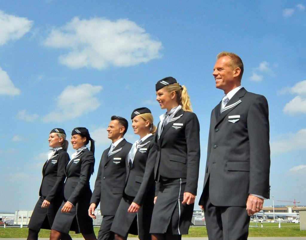 خدماتی که مهمانداران هواپیما ارائه می کنند