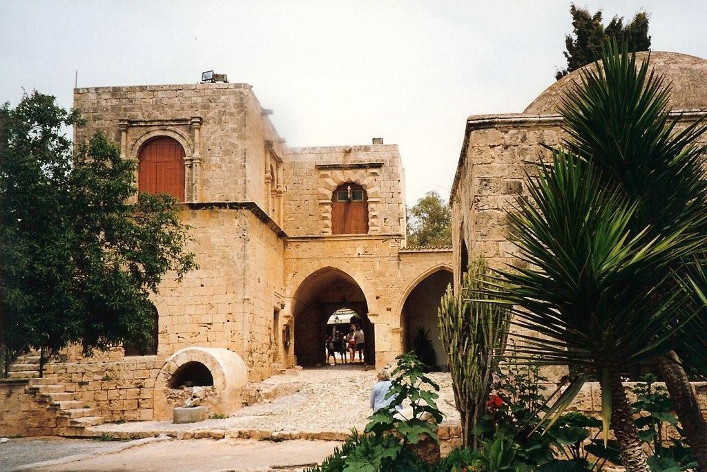 صومعه تاریخی آیاناپا