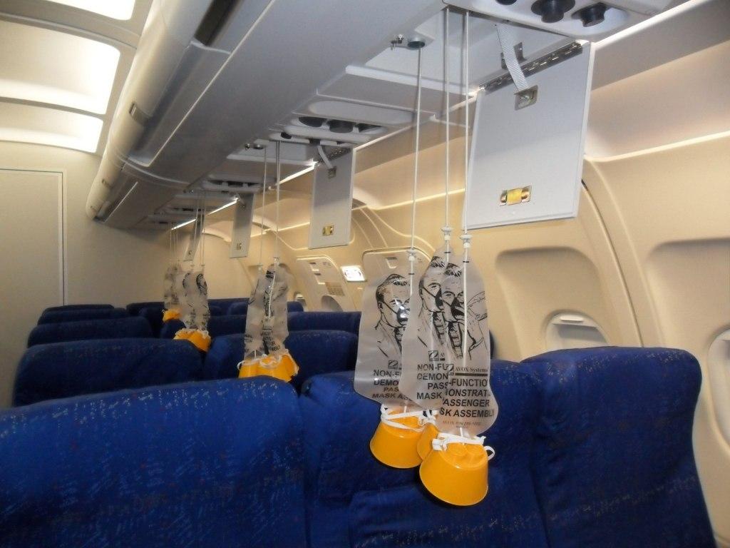 ماسک اکسیژن و افت فشار کابین هواپیما