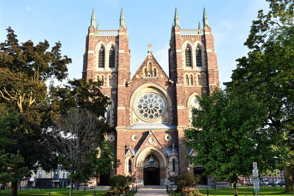 برج های کلیسای جامع سنت پیتر