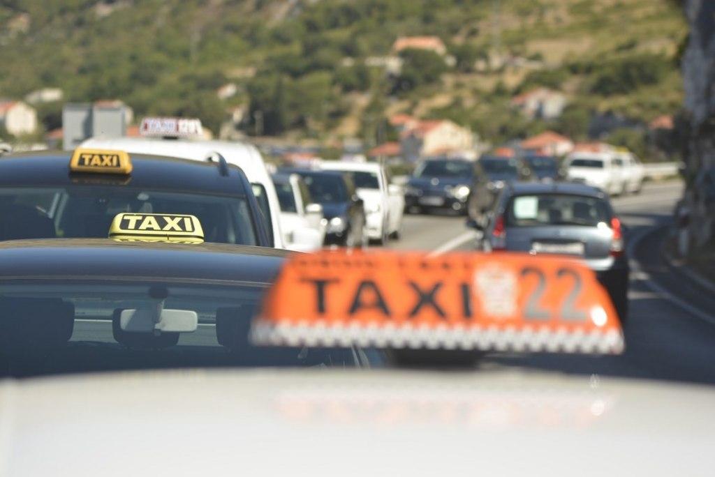 راه های دسترسی به فرودگاه دوبرونیک با تاکسی