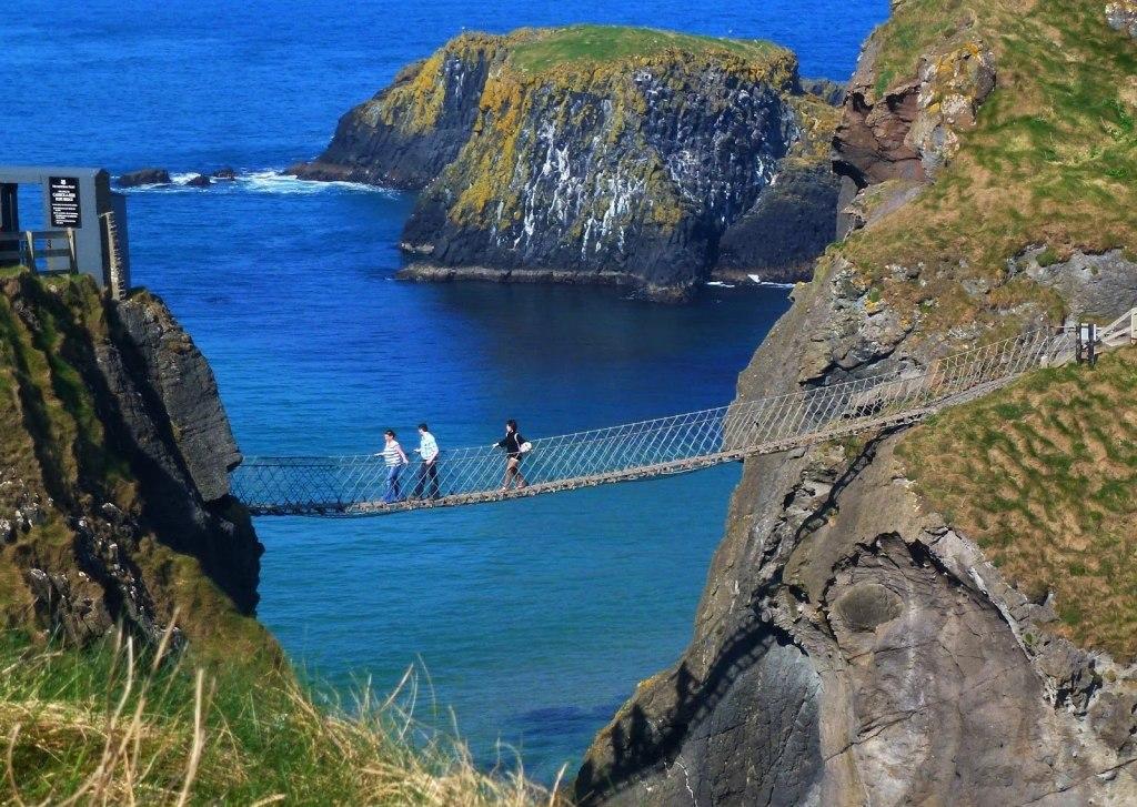 پل طنابی کریک ارید در ایرلند شمالی