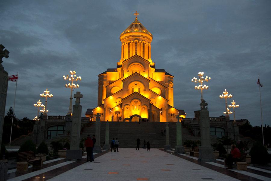 کلیسای اسمیندا سامبا Tbilisi Sameba Cathedral