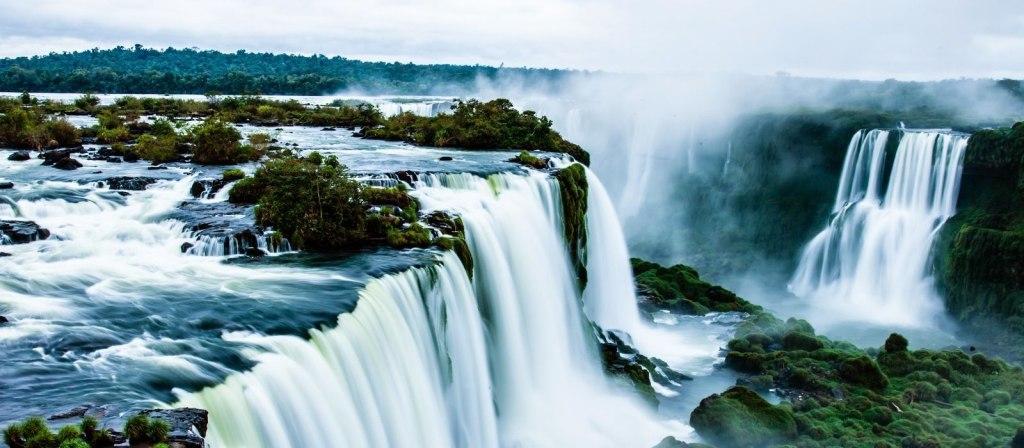 آبشارهای اعجاب انگیز ایگواسو در برزیل