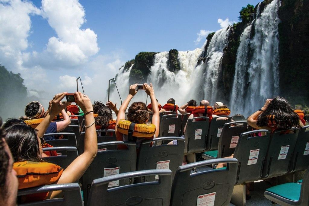 ماجراجویی در دل آبشارهای ایگواسو