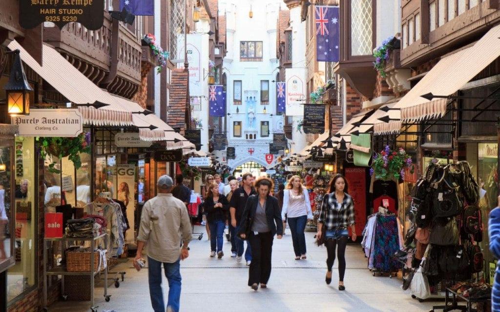 خرید از مغازه ها در شهر پرت