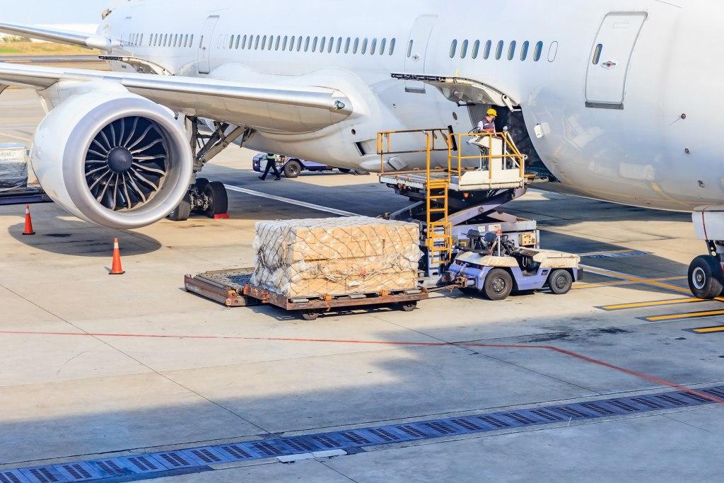 پست و حمل و نقل هوایی چگونه عمل می کنند؟