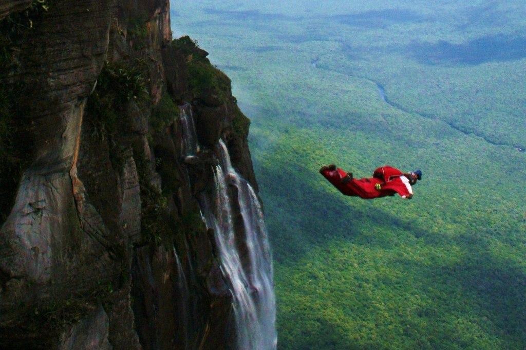 بیس جامپینگ در آبشار انجل