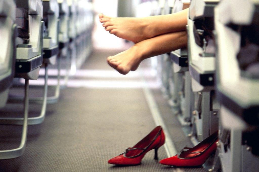 کفش پاشنه بلند در هواپیما