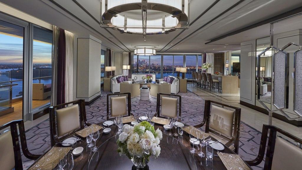 هتل Crown Towers
