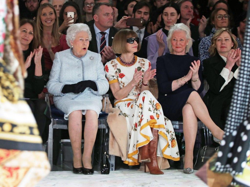 ملکه انگلیس در فشن شو