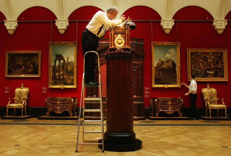 انواع ساعت در کاخ باکینگهام لندن