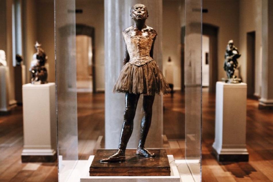 درون نگارخانه ملی هنر آمریکا چه آثاری قرار دارد؟