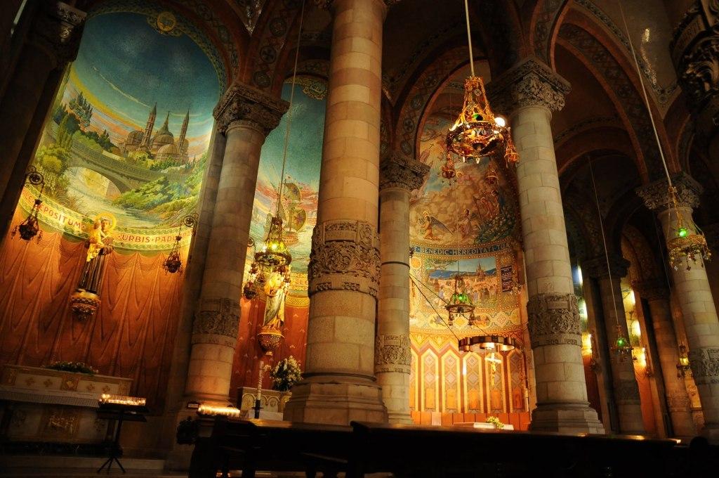 طراحی قسمتهای بیرونی و درونی کلیسای ساگرات کور-1
