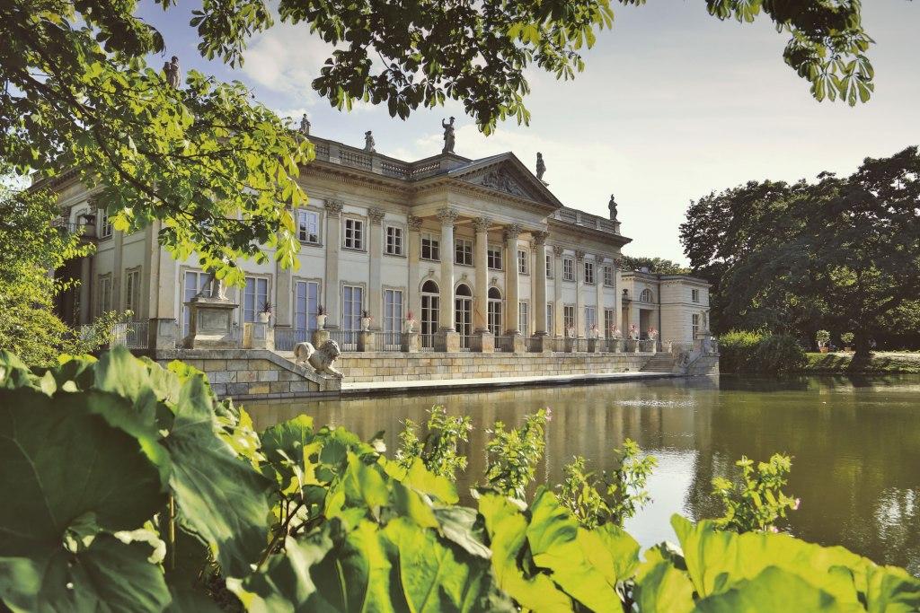 قصر روی آب پارک لازینکی
