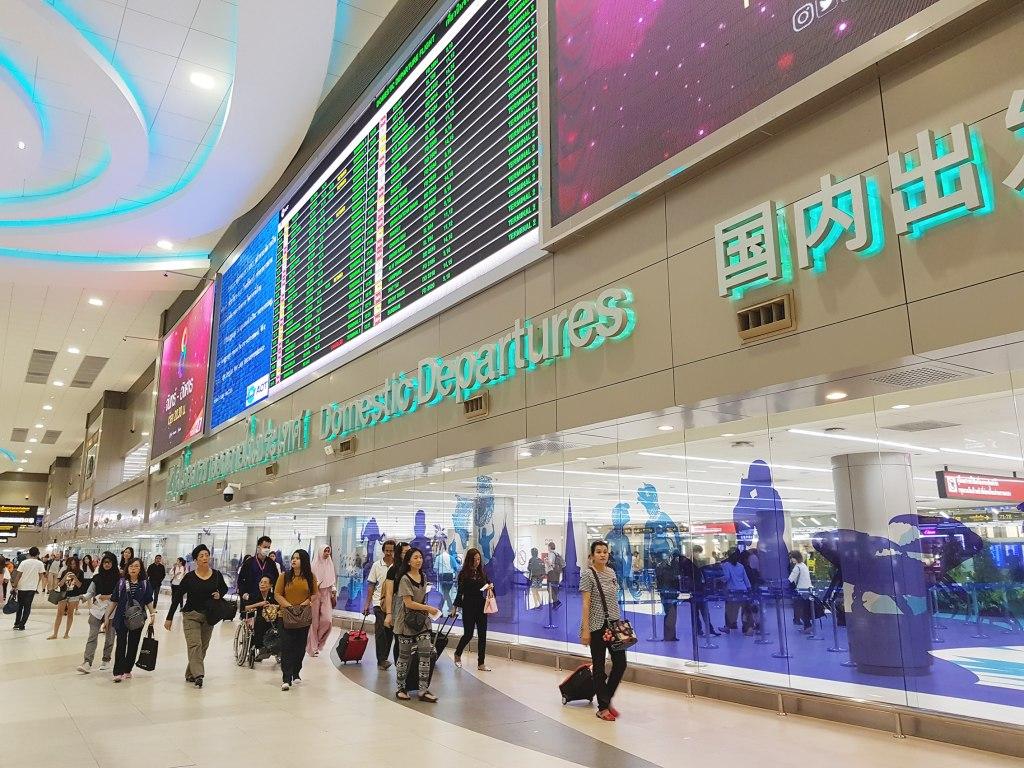 فرودگاه بین المللی دن موئنگ و راه های ارتباطی آن