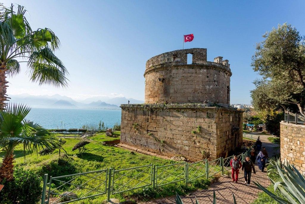 جاذبه های گردشگری قلعه ی رومیان آنتالیا