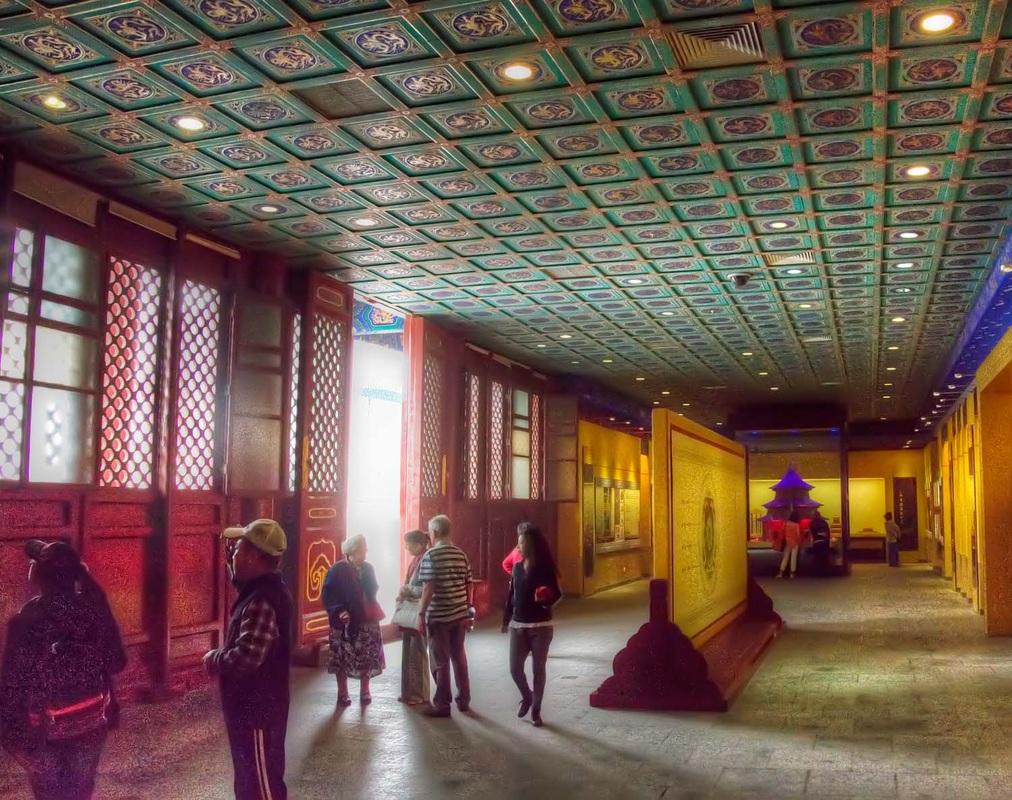 عکاسی با چترهای سر طلایی معبد