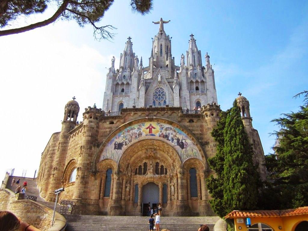 کلیسای ساگرات کور بارسلونا