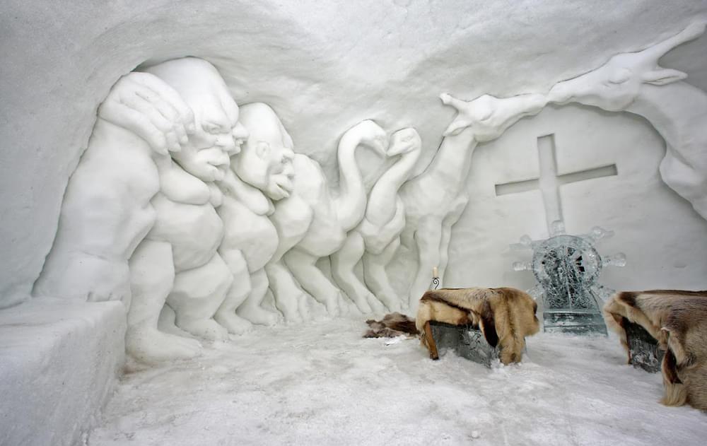 مجسمه های یخی در روستای الپن ایگلو