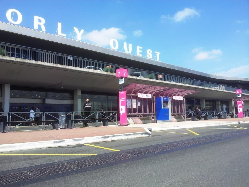 فرودگاه اورلی پاریس