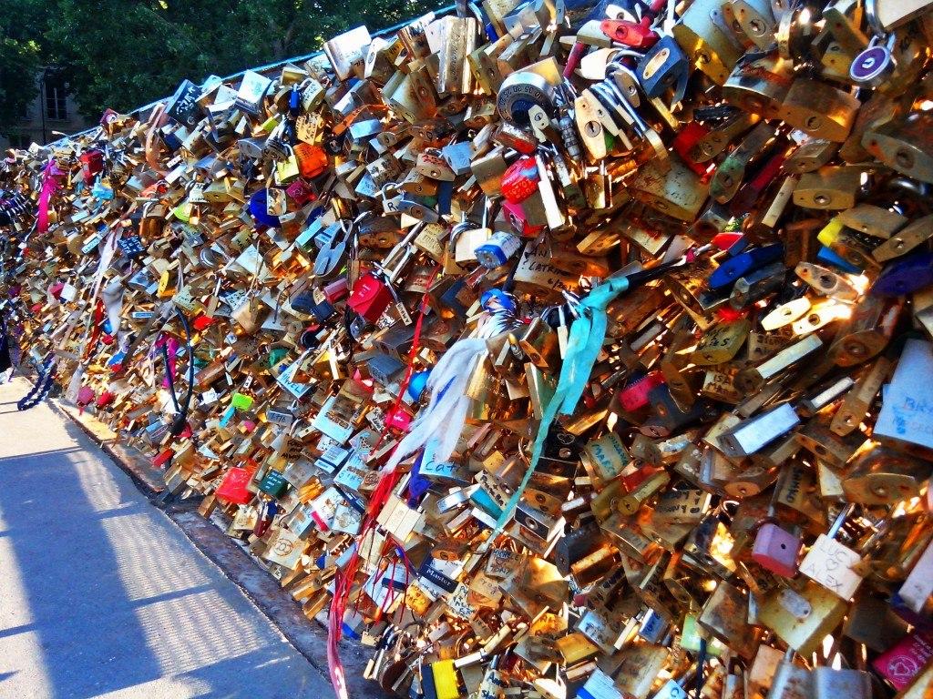 سنت ازدواج در ایتالیا | قفل عشق بر روی پل