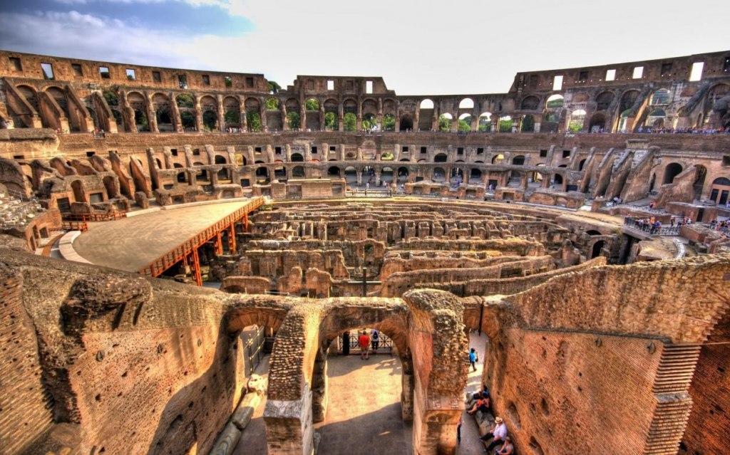 معماری کولوسئوم روم