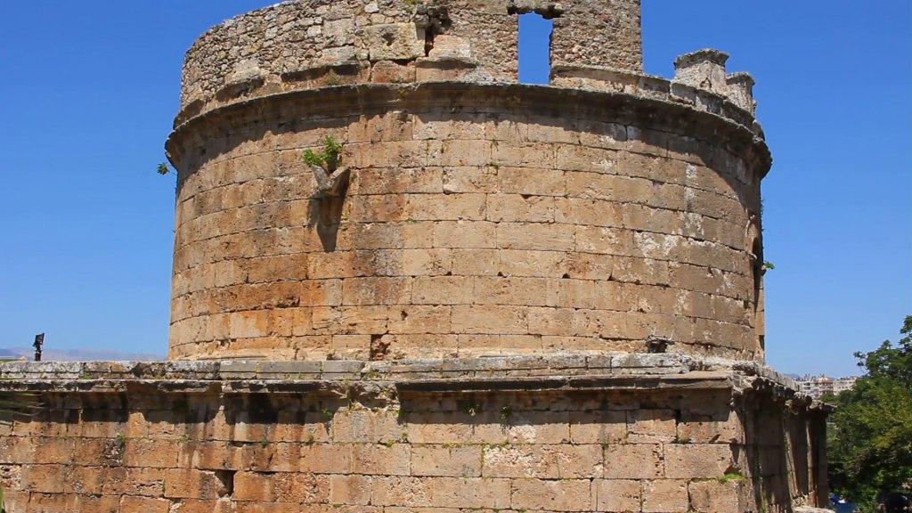 تاریخچه ی قلعه ی رومیان آنتالیا