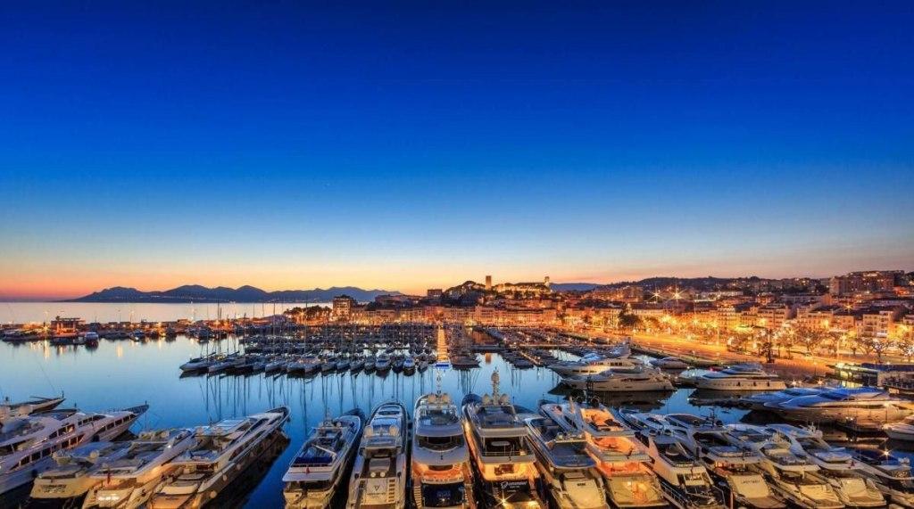 شهر پر زرق و برق کن در فرانسه