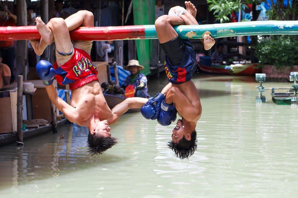 نمایش های هنری و ورزشی در بازار شناور پاتایا