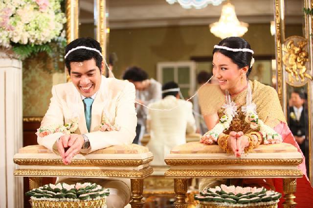 سنت ازدواج در تایلند (به آب انداختن عروس)