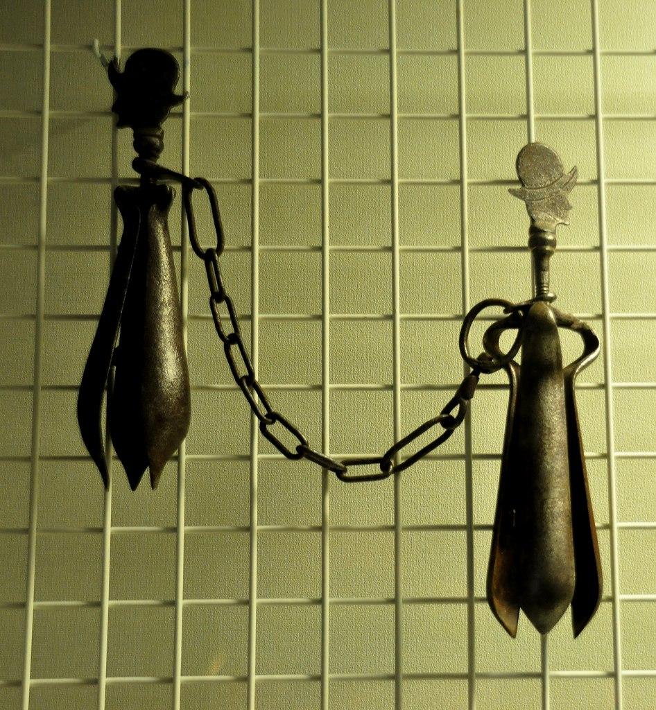 موزه جنایات قرون وسطی در روتنبرگ آلمان {hendevaneh.com}{سایتهندوانه} - 13428377034 1d21bcfa97 b 946x1024 - موزه جنایات قرون وسطی در روتنبرگ آلمان