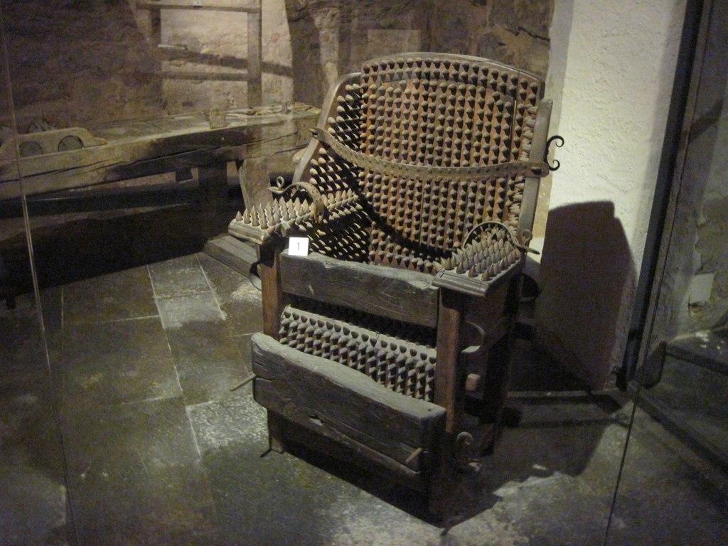 موزه جنایات قرون وسطی در روتنبرگ آلمان {hendevaneh.com}{سایتهندوانه} - Medieval Crime Museum Interior 1024x768 - موزه جنایات قرون وسطی در روتنبرگ آلمان