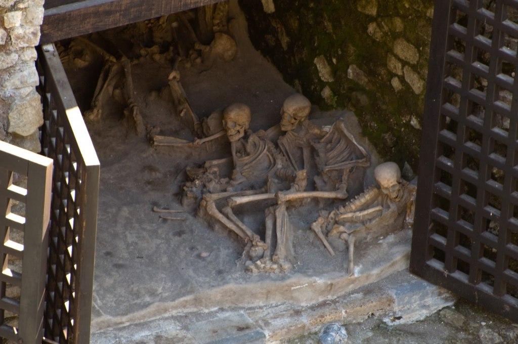 شهر پمپی با آدم های سنگی