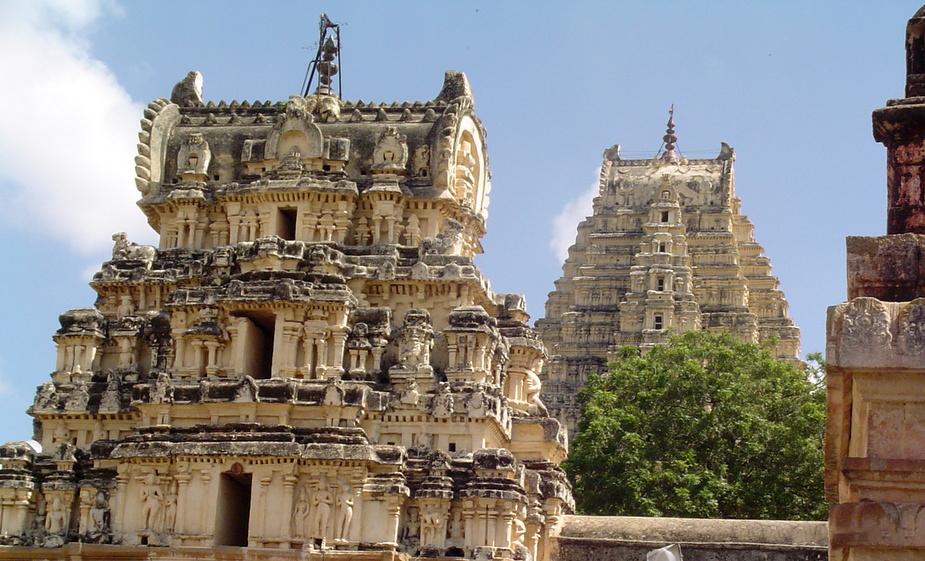 معبد ویروپاکشا در هند
